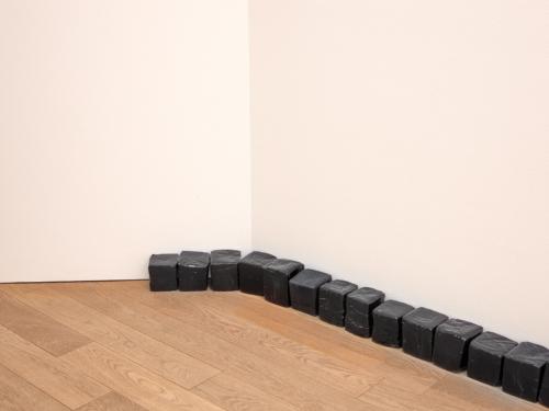 """Katinka Bock, """"Kalender"""", 2018 (détail), Collection Mudam Luxembourg. Vue de la présentation, """"Les 25 ans de la Collection Mudam"""", Mudam Luxembourg, 21.11.2020 – 03.04.2022"""