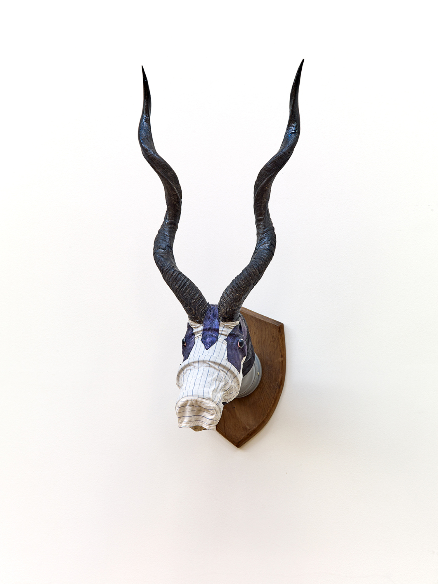 """Jimmie Durham, """"Africa and Antinomianism"""", 2001, Collection Mudam Luxembourg, Donation 2013 – Blanche et Henri Grethen-Moutrier"""