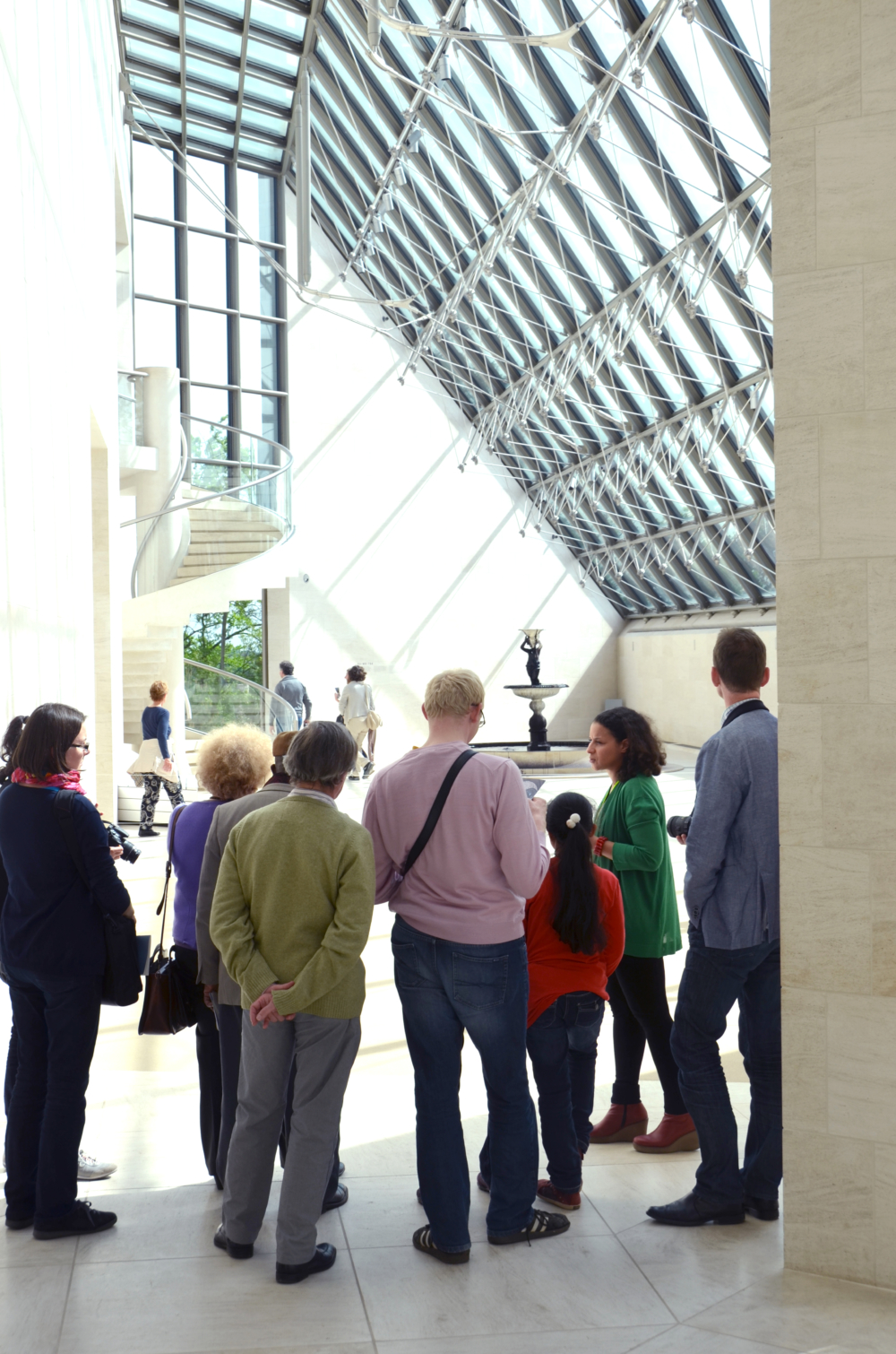 There are three kinds of group tours. On request, these guided tours can be followed by a brunch, lunch or tea time at Mudam Café. (Max. 20 people per group)