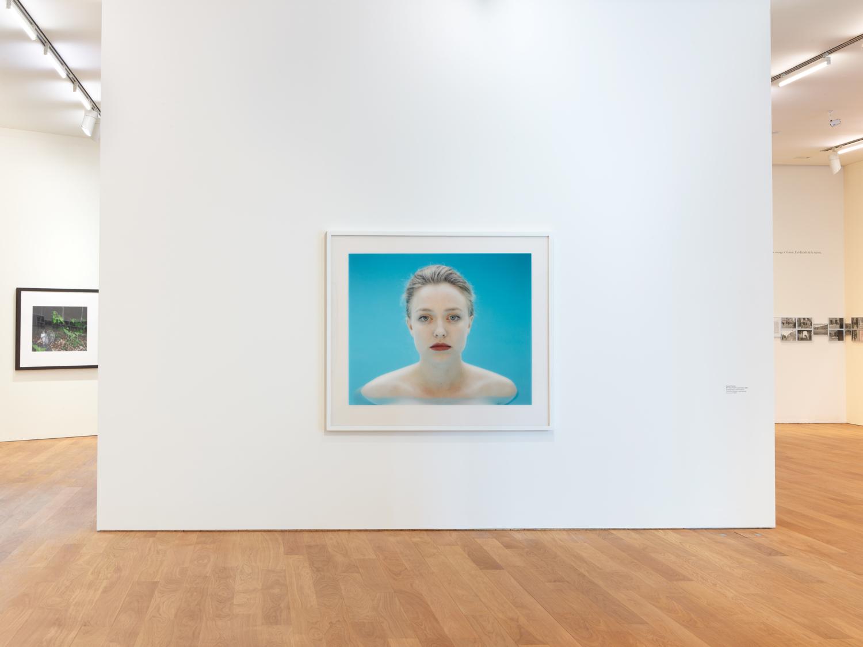 """Vue de l'exposition """"Figures sensibles. Photographies de la Collection Mudam""""   Roland Fischer, """"O T L A Portraits"""", 1991   Collection Mudam Luxembourg   Acquisition 2002"""