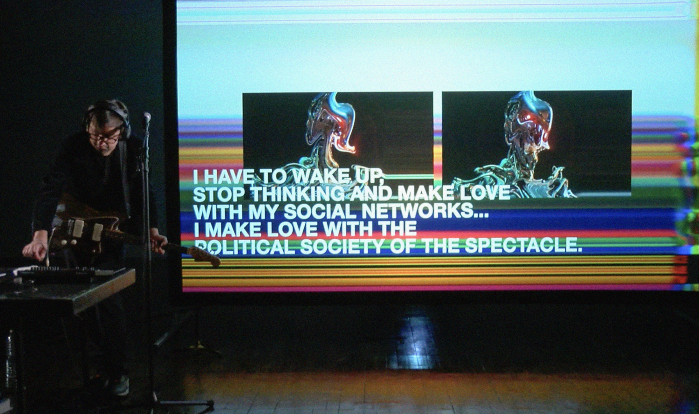"Filip Markiewicz, ""Ultrasocial Pop"", 2021, Performance aux 'Rencontres Internationales Paris/Berlin', Musée du Louvre, 2021"