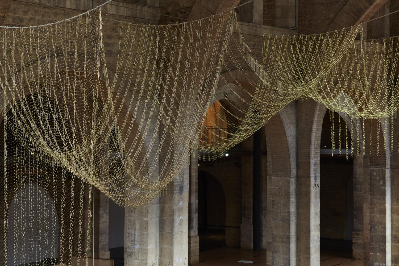 """Leonor Antunes, """"anni #18"""", 2015. Vue de l'exposition """"the pliable plane"""", CAPC Musée d'Art Contemporain de Bordeaux, 2015–2016"""