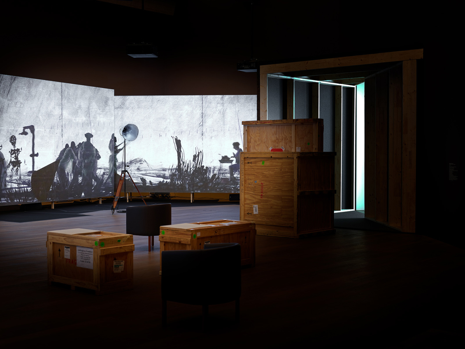 """Vue de l'exposition """"William Kentridge. More Sweetly Play the Dance"""", 13.02 – 30.08.2021, Mudam Luxembourg"""