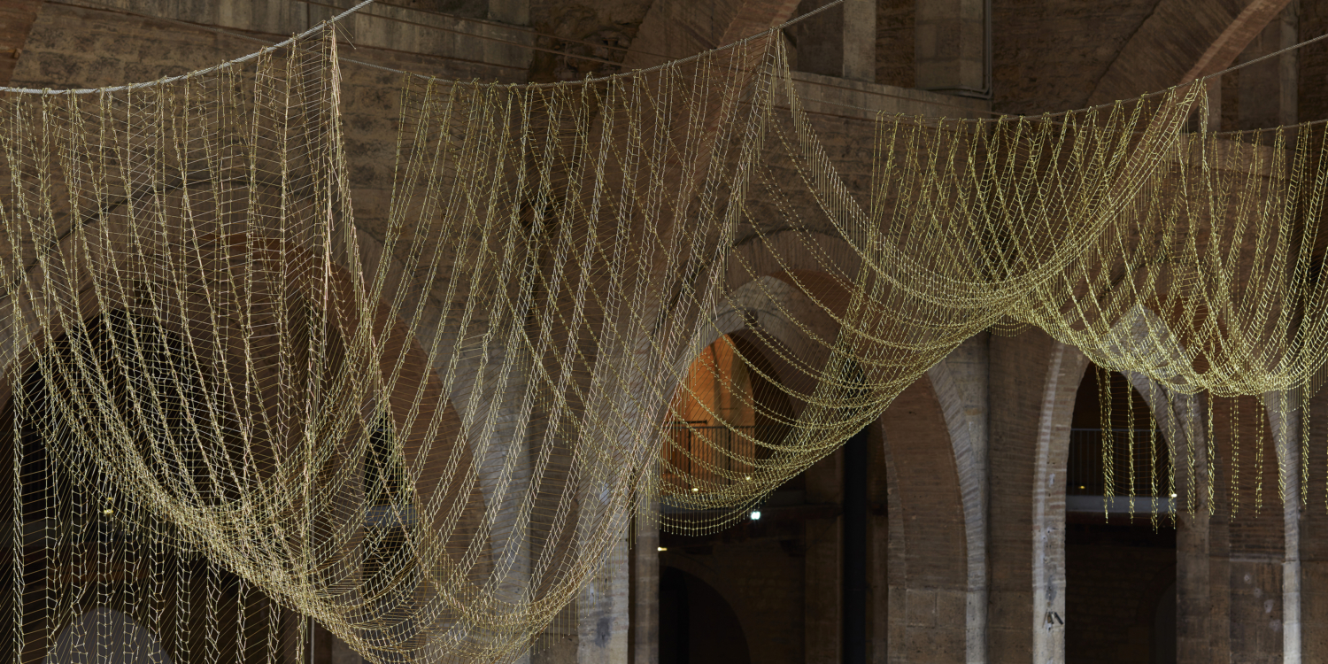 "Leonor Antunes, ""anni #18"", 2015. Vue de l'exposition ""the pliable plane"", CAPC Musée d'Art Contemporain de Bordeaux, 2015–2016"