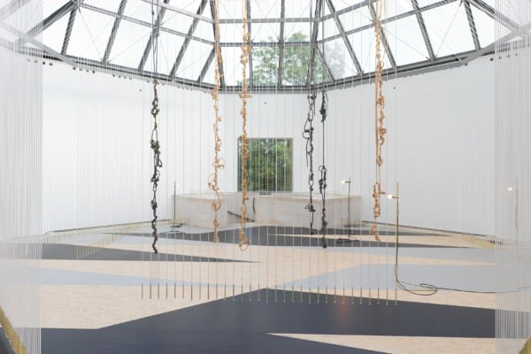 "Vue de l'exposition ""Leonor Antunes. joints, voids and gaps"", 10.10.2020 – 05.04.2021, Mudam Luxembourg"