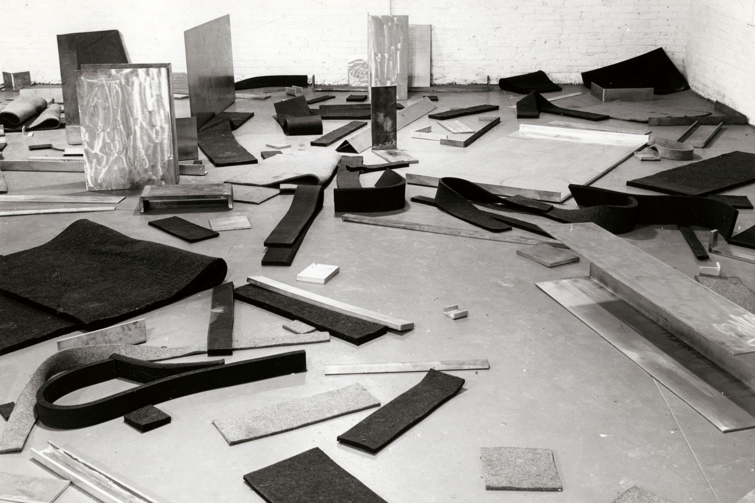 """Robert Morris, """"Untitled (Scatter Piece)"""", 1968-1969/2009. Collection The Art Institute of Chicago. Through prior gift of Mr. and Mrs. Edwin Hokin; Contemporary Art Discretionary Fund; Anonymous gift; restricted gift of Janet and Craig Duchossois; Norman Wait Harris Purchase Fund; W.L. Mead Trust Fund for the Encouragement of Art; Mr. and Mrs. Frank G. Logan Fund; Restricted gift of Judith Neisser; Watson F. Blair Prize, Emile L. Wild, William H. Bartles, and Laura Slobe Memorial Prize funds"""